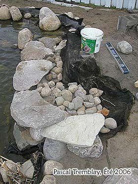 construire une cascade d 39 eau bassin ext rieur pierres. Black Bedroom Furniture Sets. Home Design Ideas