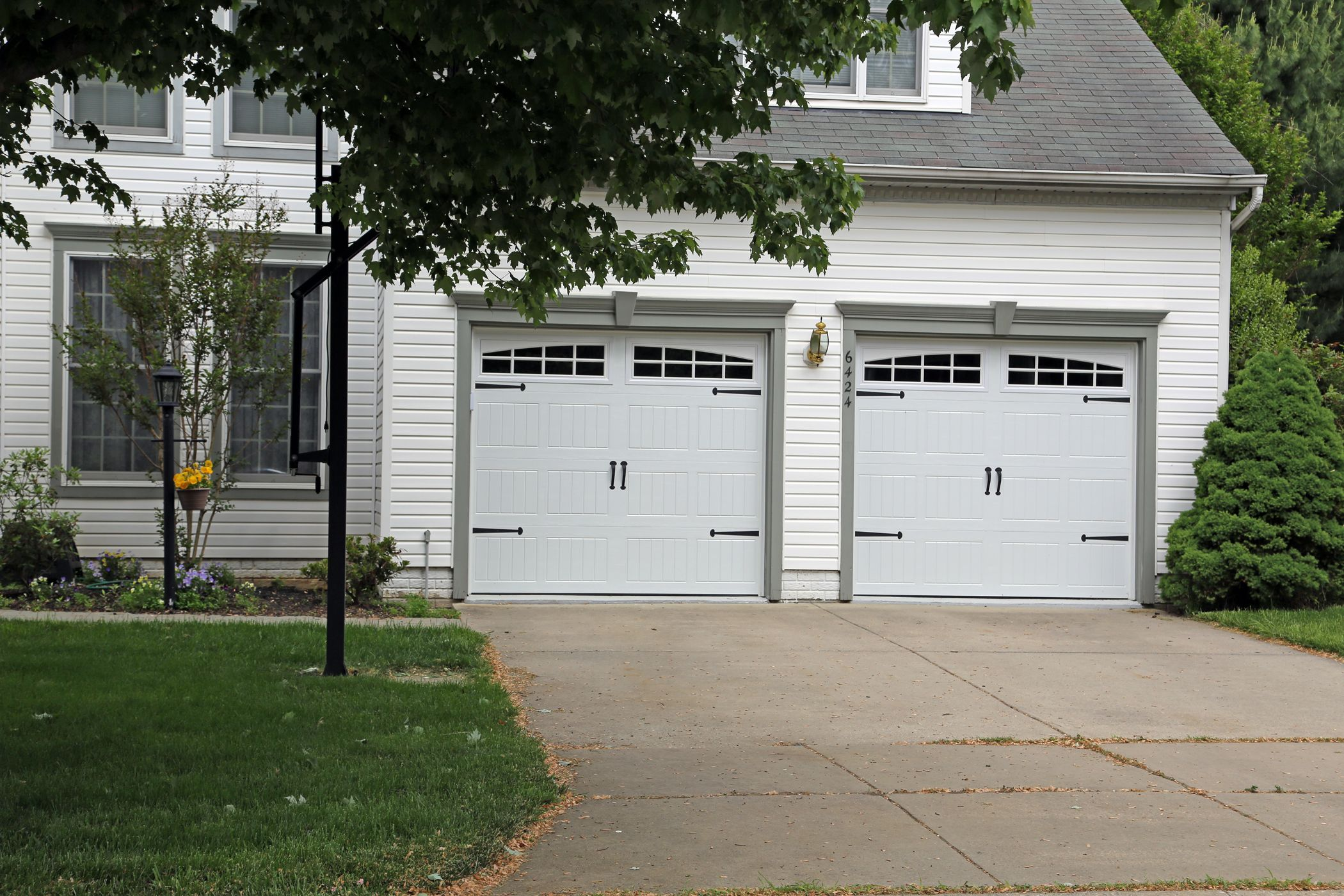 Model 199 Garage Doors From Overhead Door™ Thermacore® Collection. Model  199 Features A V5 Panel Stamp Design And Polyurethane Insulation With An  Excellent ...