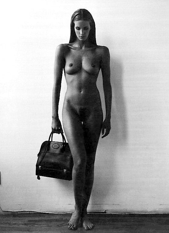 Elle macpherson black and white nudes photos 876