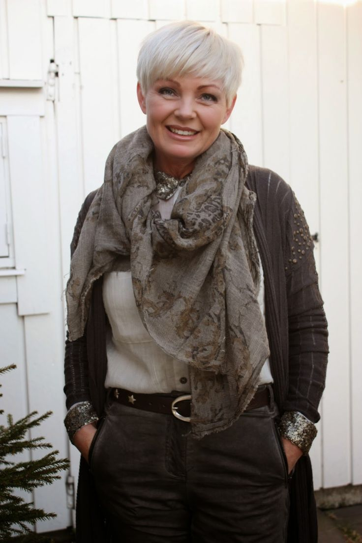 Love the choices this woman makes in clothing and accessories ...