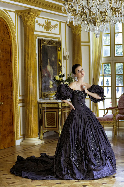 Ian Stuart Specialises In Dramatic Wedding Dresses Designed To Make A Statement Brides Who Love The Gothic Wedding Dress Black Wedding Dresses Gothic Wedding [ 1500 x 1000 Pixel ]