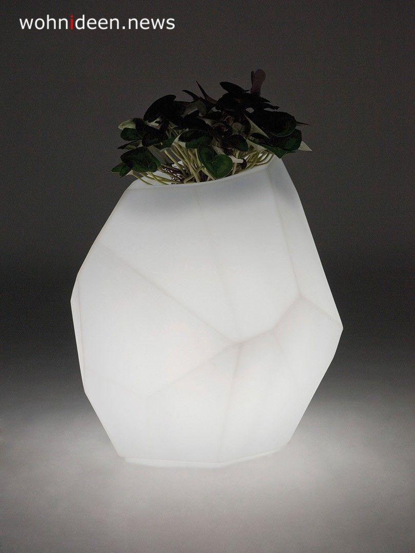Pin By Wohnideen News On Blumentopf Mit Led Beleuchtung Blumenkubel Blumentopfe Vasen Gross Outdoor Planters Outdoor Furniture Design Pot Lights
