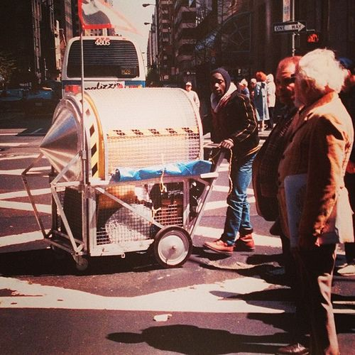 SOCIAAL engagement: Wodicko, the homeless vehicle project. Creeërde een reeks mobiele instalaties met een multifunctionele overlevingsinfrastructuur. Het stelt de condities van het menselijk bestaan aan de kaak. Doel: media aandacht voor daklozen.