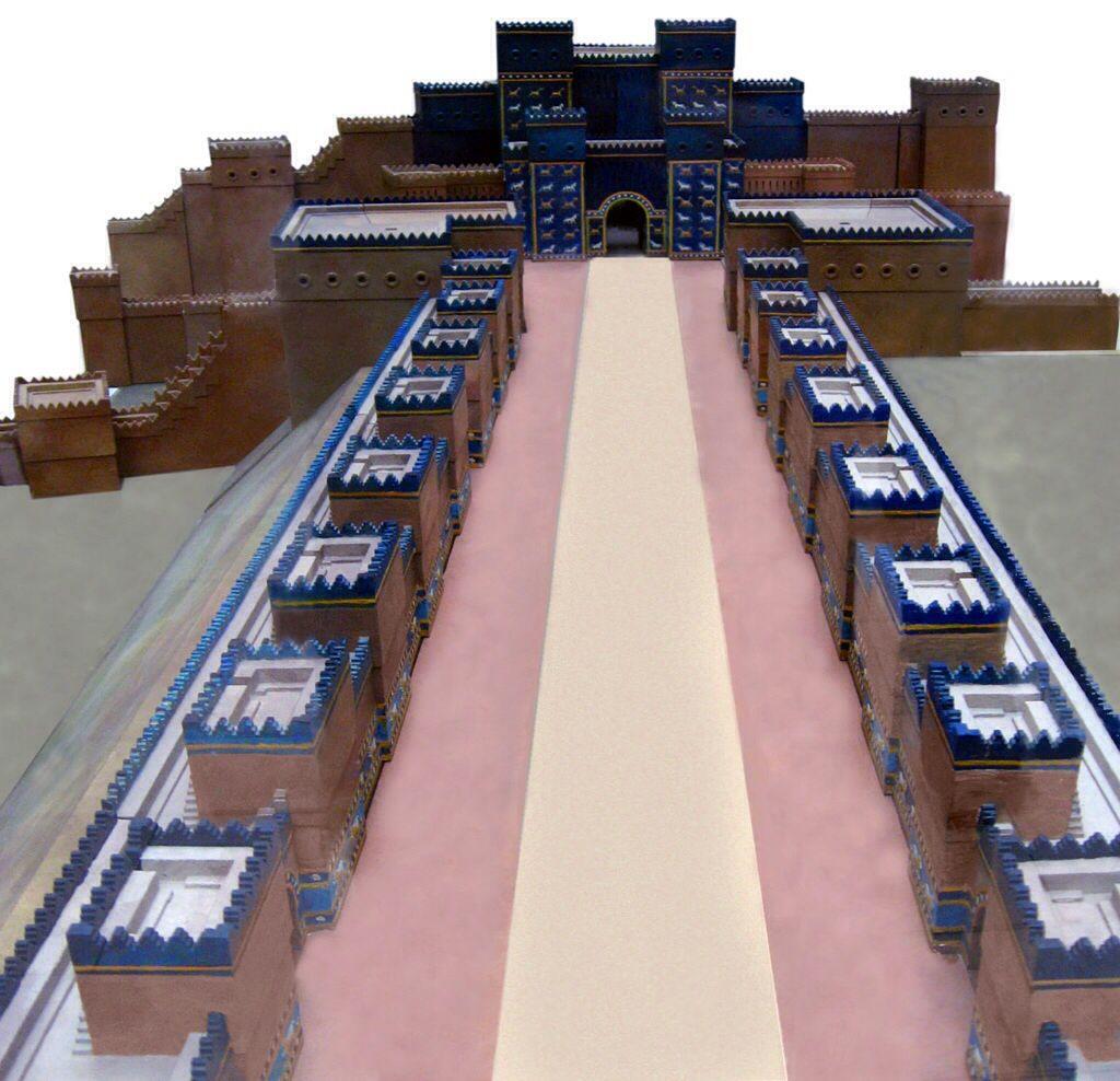 Model Of The Main Processions Aj Ibur Shapu Towards The Door Of Ishtar Ishtar Pergamon Museum Pergamon Museum Berlin