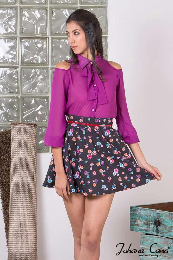 Linda falda de flores combinada con una blusa de hombros ...
