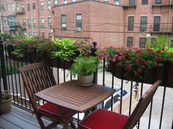 Kleiner Balkon Balkontisch Klappbar Blumenkasten Pflanzen | Balkon ... Kleinen Balkon Gestalten Ideen