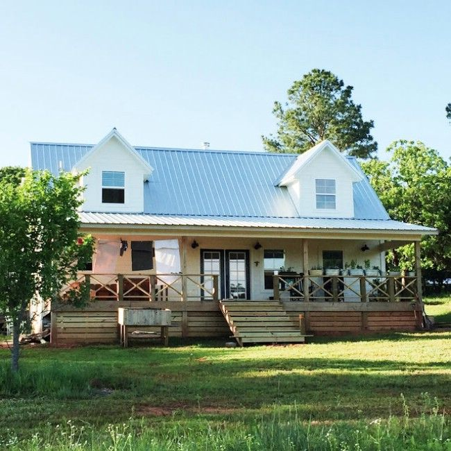 Oklahoma Couple Simplify Life In 1 000 Square Foot Farm House Small Cottage House Plans Small Cottage Homes Porch House Plans