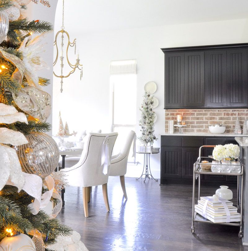 Elegant Traditional Christmas Dining Room Traditional Room Fair Christmas Dining Room Inspiration