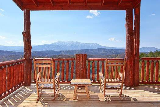 Smokin\' View Lodge is a gorgeous 10 bedroom cabin in Pigeon Forge ...