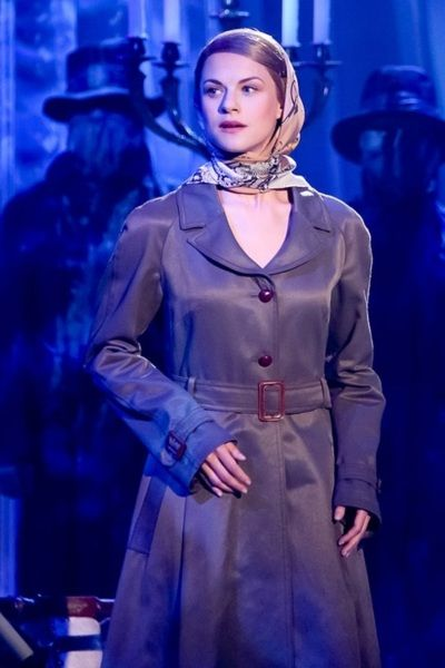"""Lucy as """"I"""" in Rebecca, the musical. Lucy als """"ich"""" in Rebecca, das Musical."""