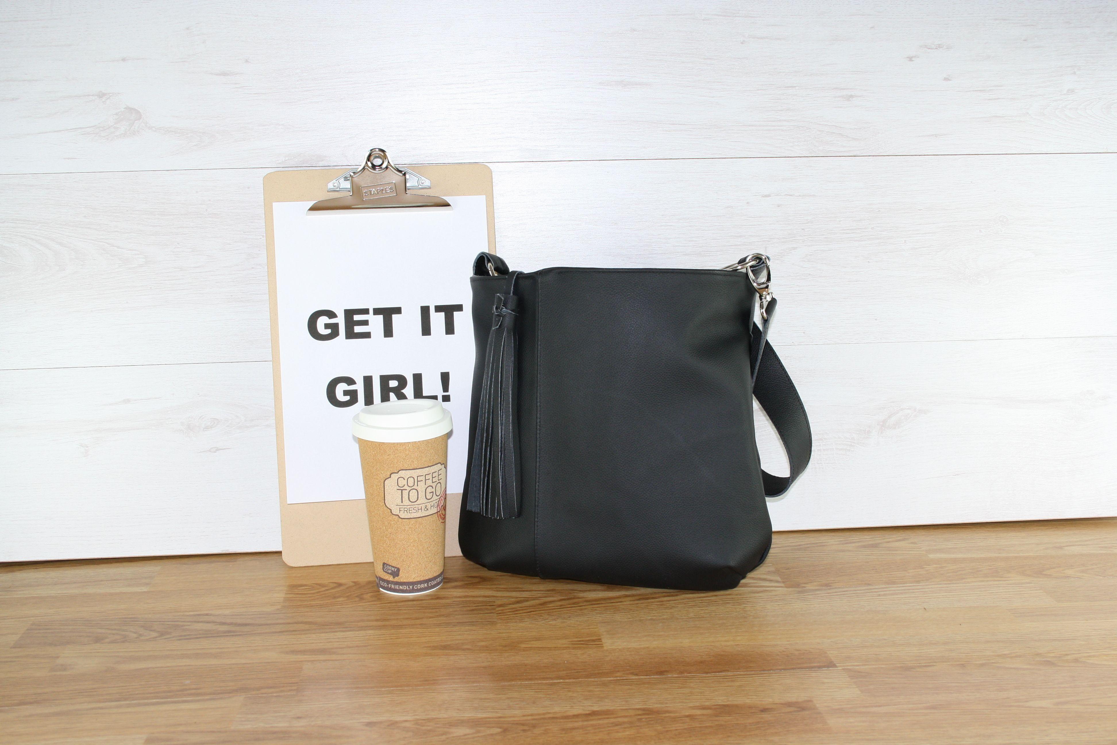 4553df1b263 Een oude leren bank is nu een nieuwe zwarte tas! | Handgemaakte ...