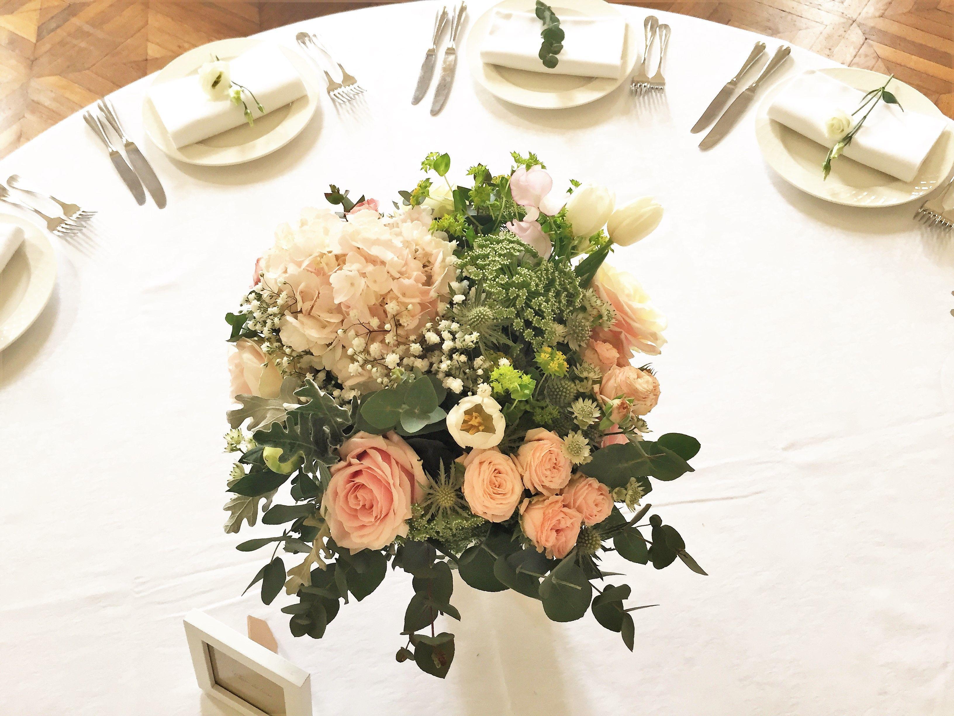 Bouquet Centre De Table Rose Et Vegetal Roses Pivoines Roses