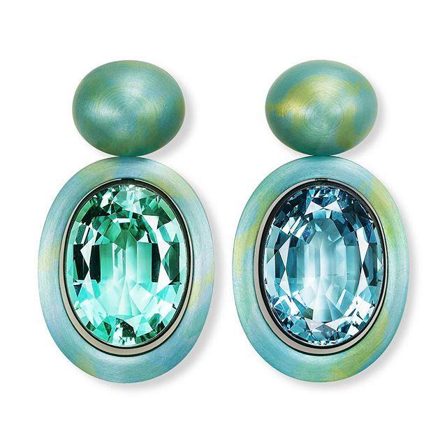Daydreaming of summer - Hemmerle #earrings #aquamarine #beryl #aluminium #silver #whitegold previewed at @tefaf_art_fair Maastricht #tefaf #tefaf2017 #tefafishere #tefafmaastricht #hemmerleatelier #oneofakind #hemmerle