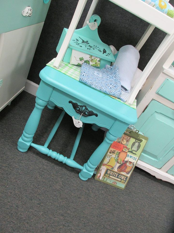 Great Color On This Aqua End Table 48 Furniture Makeover Diy