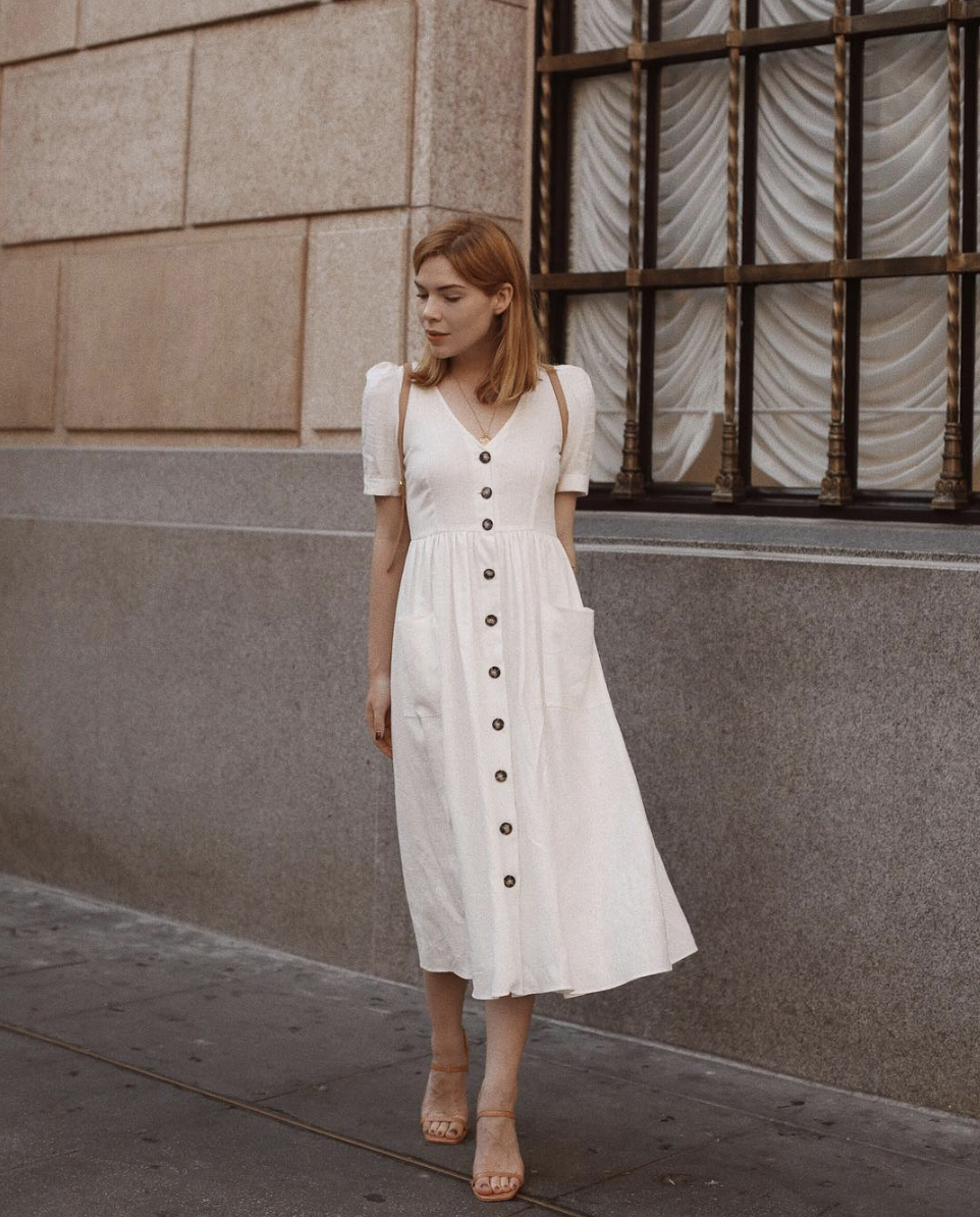 The Repeat Summer Outfit Fashion Girls Love Style Report Minimal Fashion Summer Dresses Fashion [ 1194 x 962 Pixel ]
