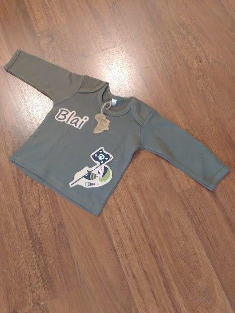 En Blai 👶 ja té la seva samarreta de pirates personalitzada amb el seu nom 👏👏🍉 #xindriacat #pirates #bahbuh #regalsdiferents #regalspernadons  #babyborngift #regalosdiferentes