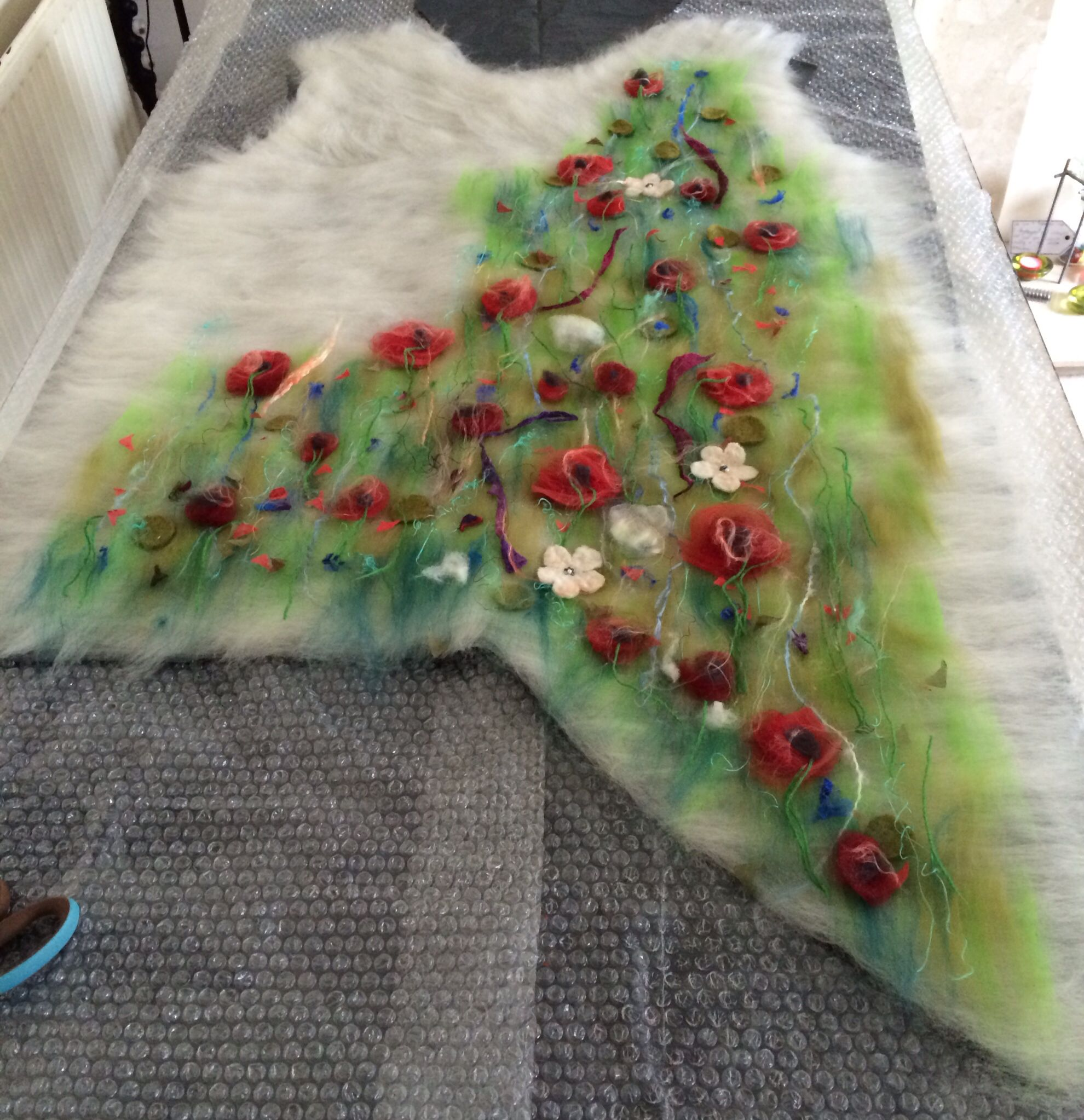 Painting with wool... Nadin Smo design  www.nadinsmo.com