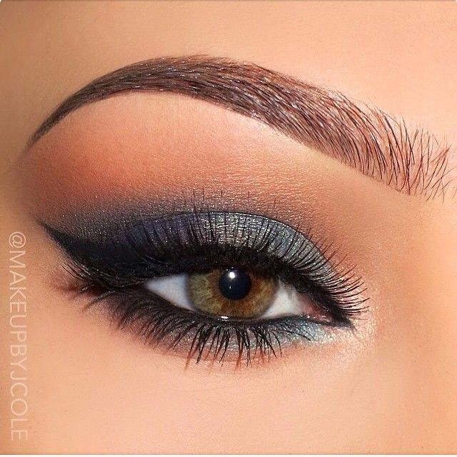 """Blue eye makeup @makeupbyjcole Using Urban Decay Vice Palette"