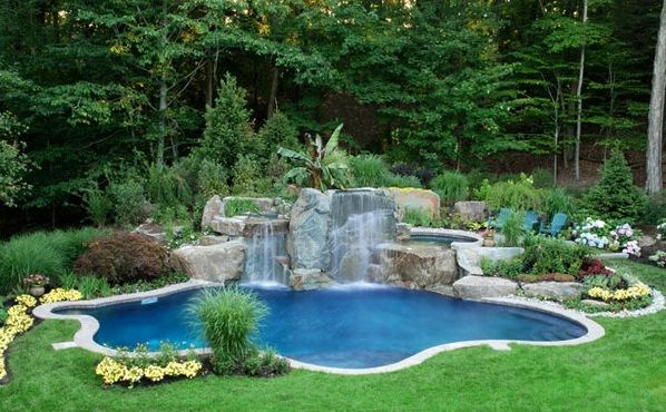 Pool Mit Wasserfall swimmingpool im garten landschaftsideen für schwimmbäder garten