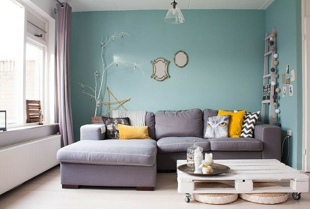 Wohnzimmer Wand Streichen Farbe Himmelblau Hell Graues Sofa Ahnliche