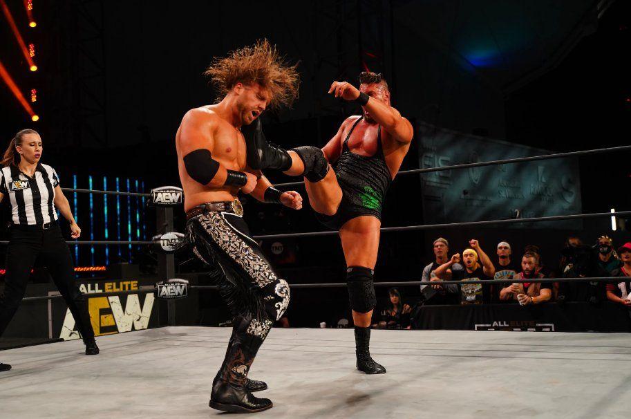 "Adam ""Hangman"" Page vs Wardlow en AEW Dynamite."