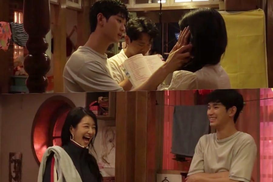"Watch: Kim Soo Hyun And Seo Ye Ji Show Unique Method Of Rehearsing Lines In ""It's Okay To Not Be Okay"""