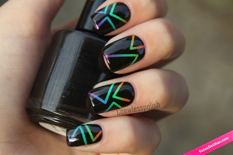 Uñas negras con líneas degradadas - Fotos De Uñas Uñas ...