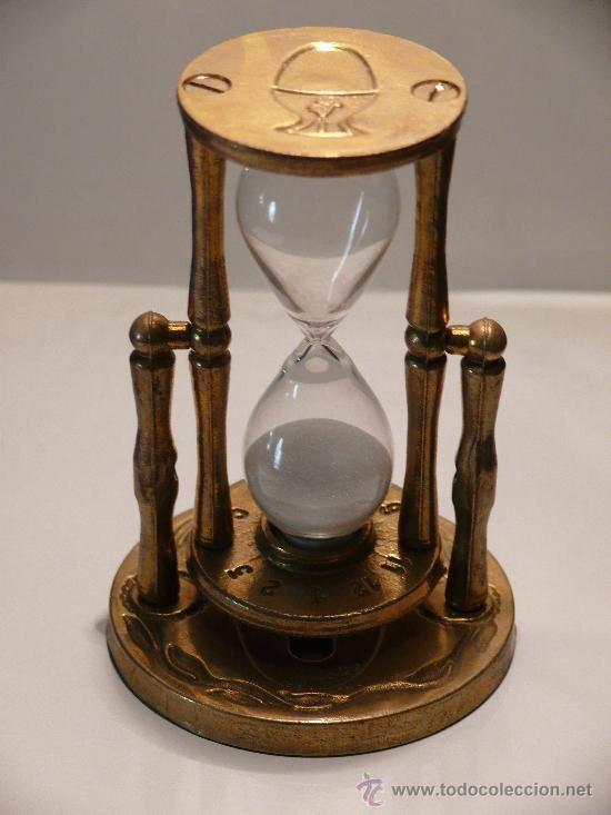 Precioso reloj de arena. Medición del tiempo y decorativo