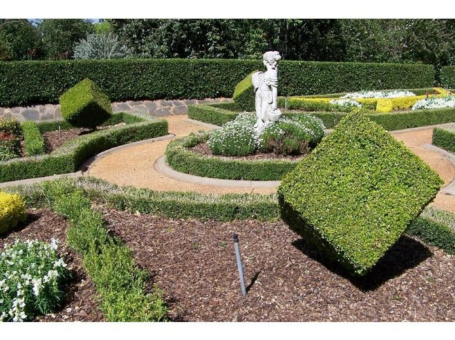Google Image Result for http://cache.virtualtourist.com/4/4619436-Shapes_in_Parterre_garden_Toowoomba.jpg