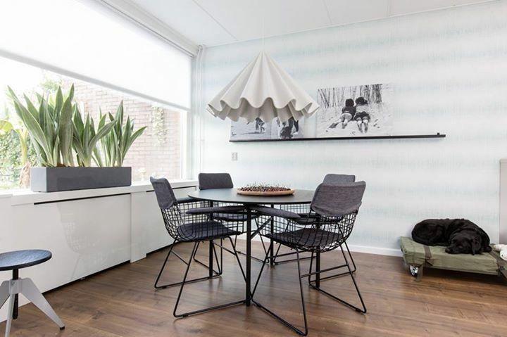 Kleine Ronde Eettafel : Een kleine ronde eettafel geeft een ruimtelijk effect vt wonen