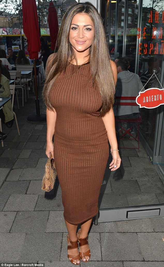 Casey Batchelor Looks Sleek And Sexy In Chocolate -6645
