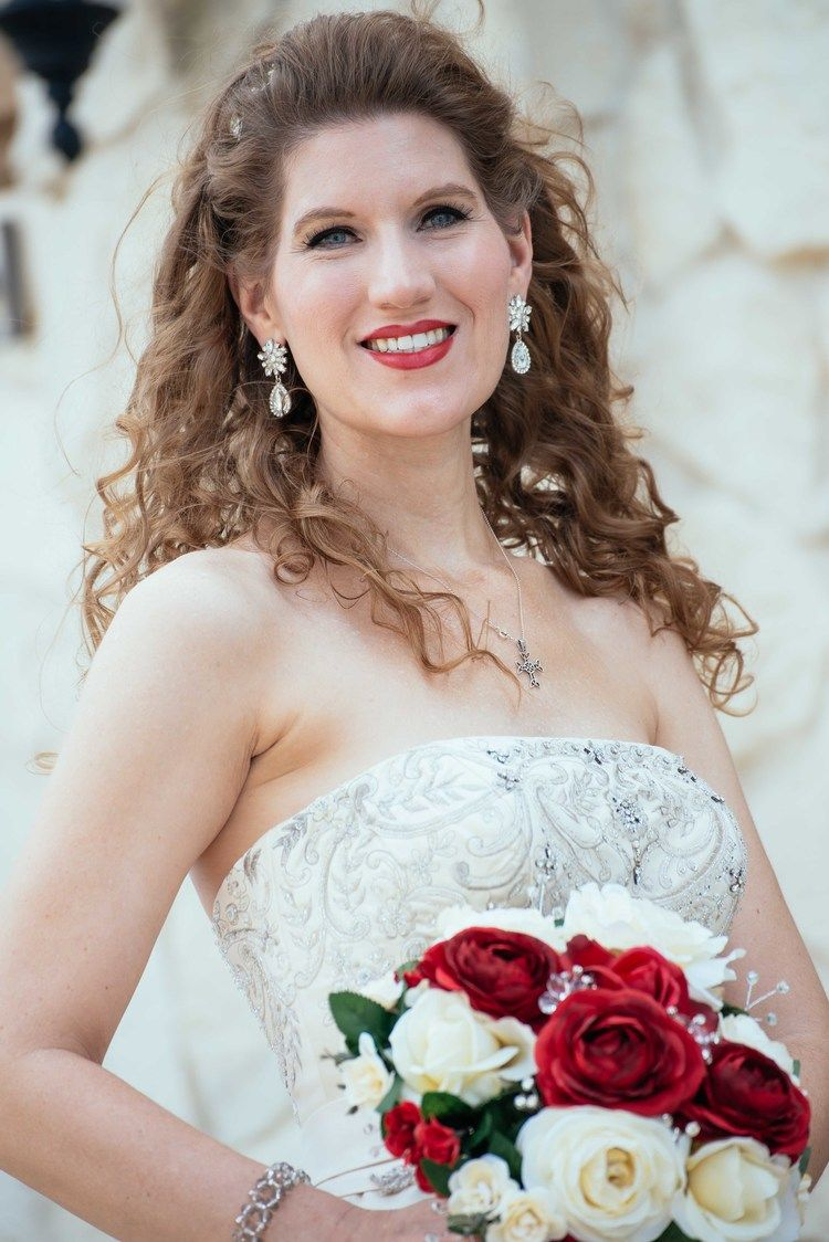 Piazza bridal portraits romantic red and white wedding at piazza