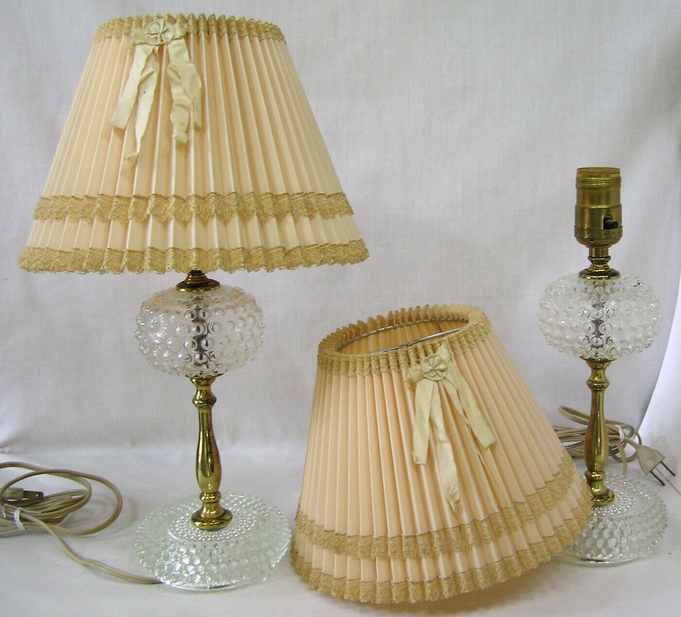 Vtg Pair Boudoir Bedroom Lamps Hobnail Glass W Pleated Lacy Shades 1930s Ebay Bedroom Lamps Hobnail Glass Lamp