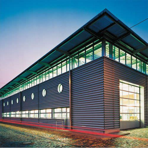 Revestimiento de fachada de metal de chapa ondulado 18 for Revestimiento exterior zinc