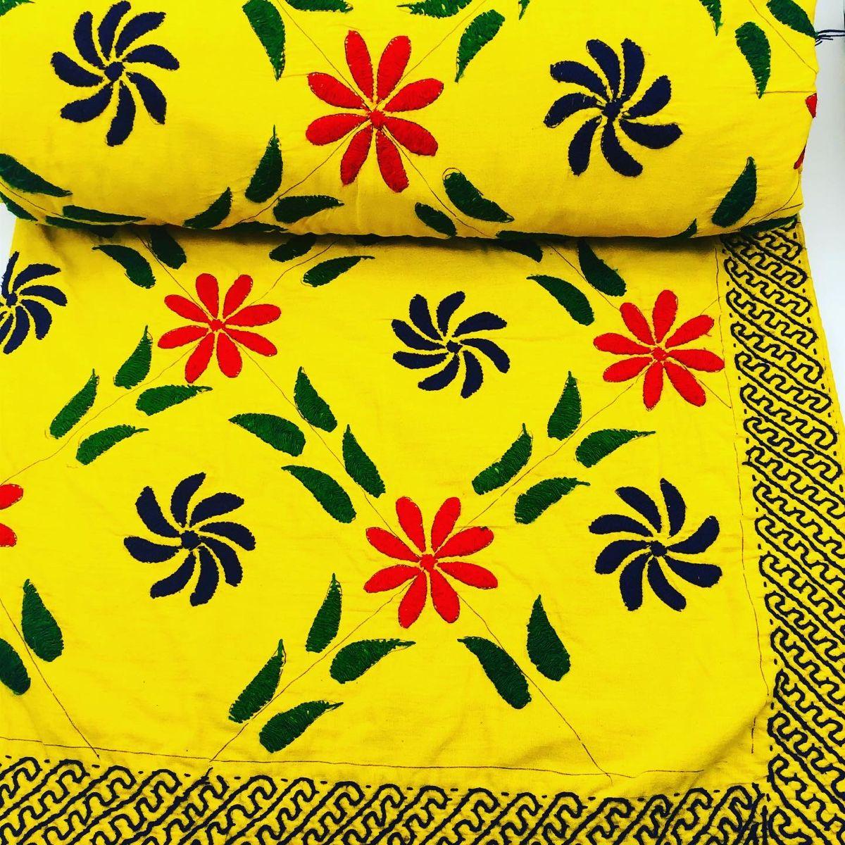 Kantha Quilt Aus 100 Baumwolle Komplett Handgefertigte Kantha In 2020 Pillows Bed Pillows Quilts