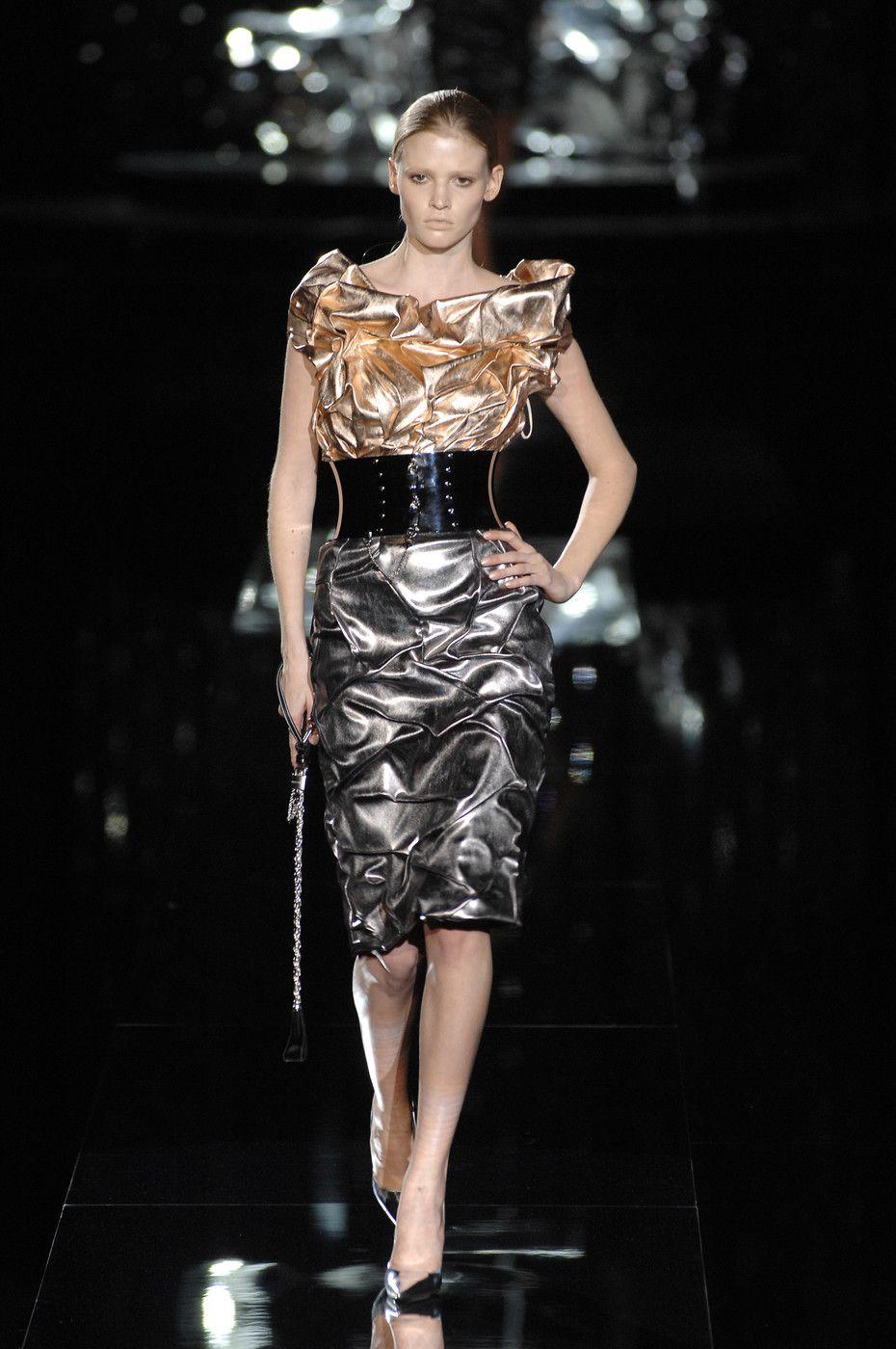 ☆ Dolce & Gabbana | Fall/Winter 2007 ☆ #Dolce_and_Gabbana #Fall_Winter_2007 #Catwalk #Fashion #Fashion_Show #Runway #Collection #Lara_Stone