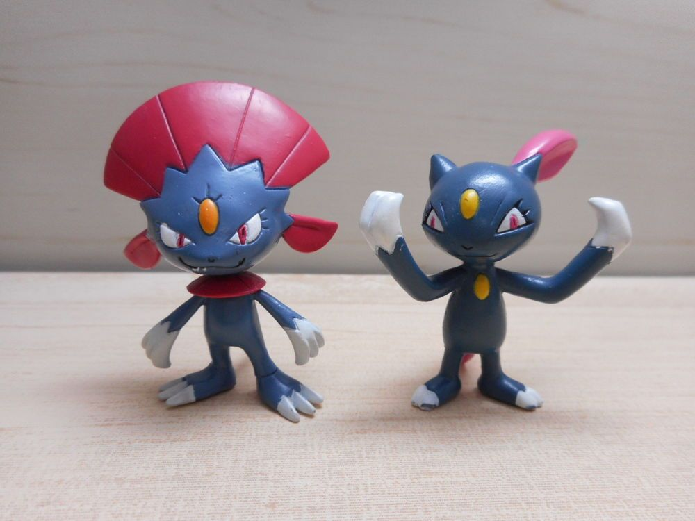 Pokemon Tomy Sneasel Weavile Figure Monster Collection Set Rare Toy