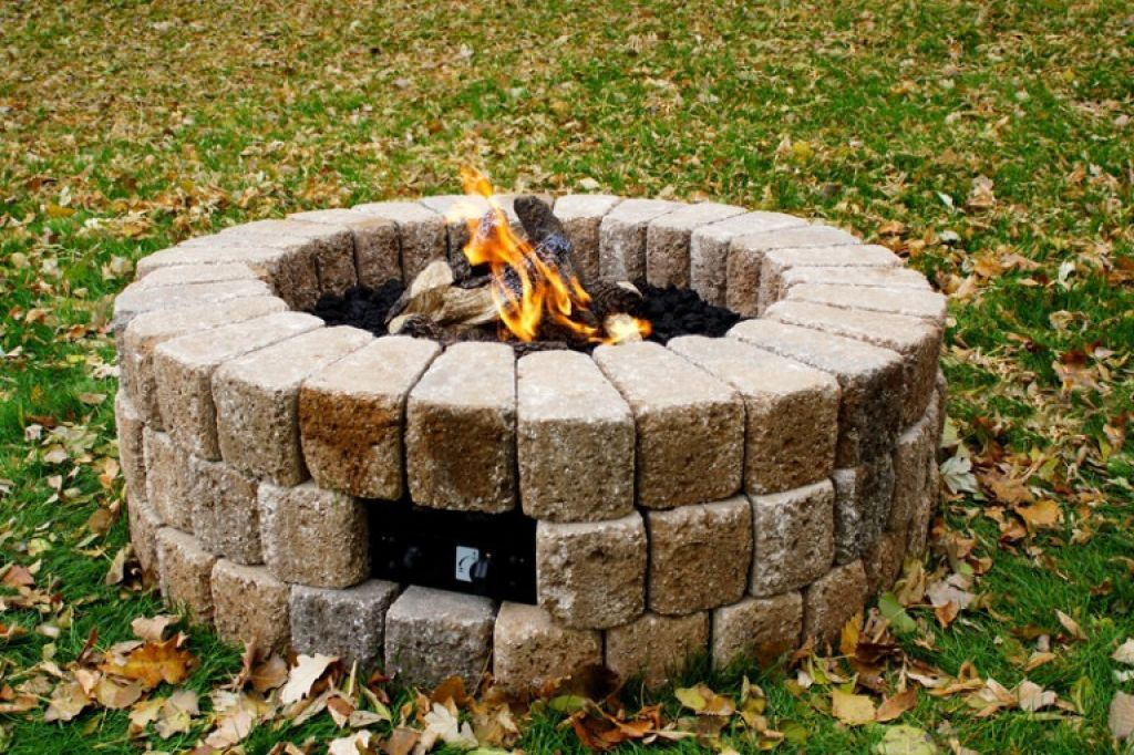 Easy Ways To Build A Backyard Fire Pit | Diy gas fire pit ...