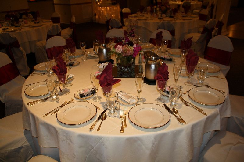 White Tablecloth Maroon Napkins Subsute Your Own Wedding Colors