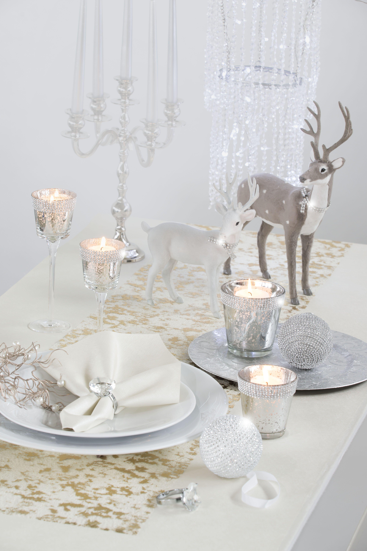 Weihnachtsdeko In Silber Und Weiß.Gedeckter Weihnachtstisch Mit Silberakzenten Silber Tisch
