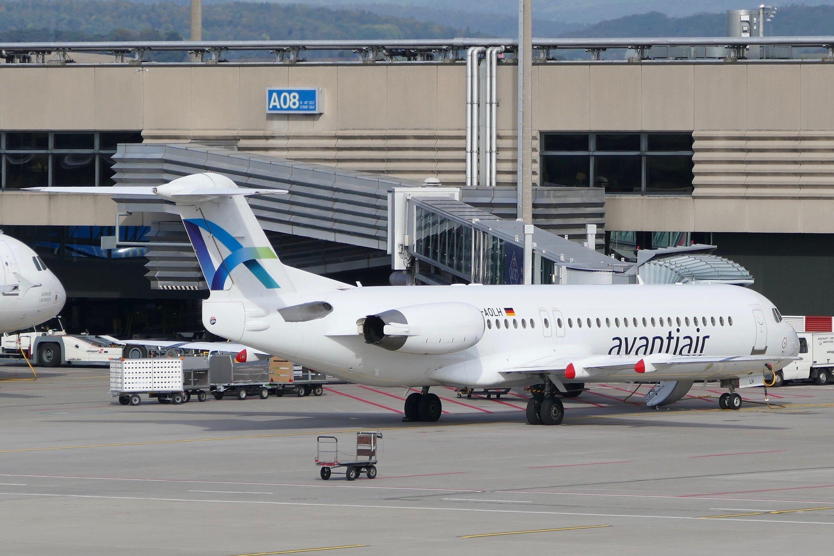 Fokker F100 Avantiair DAOLH ZRH Zurich Airport