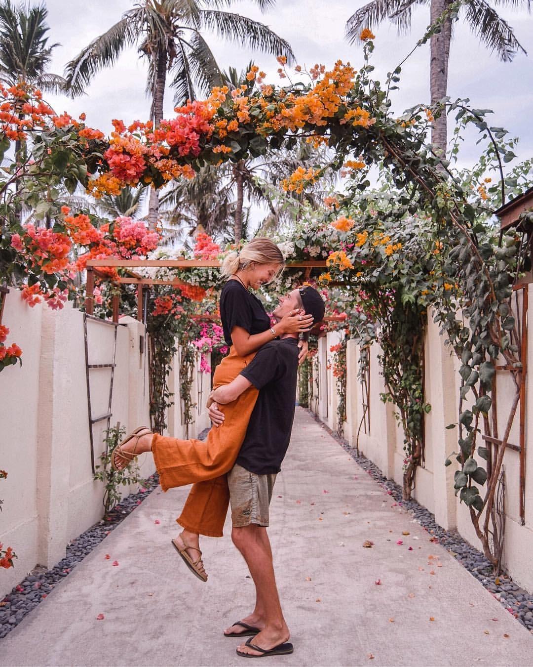 Gili Trawangan Gili T Lombok Indonesia - Charlie & Lauren UK Travel Couple - Wanderers & Warriors - Pretty Flowers