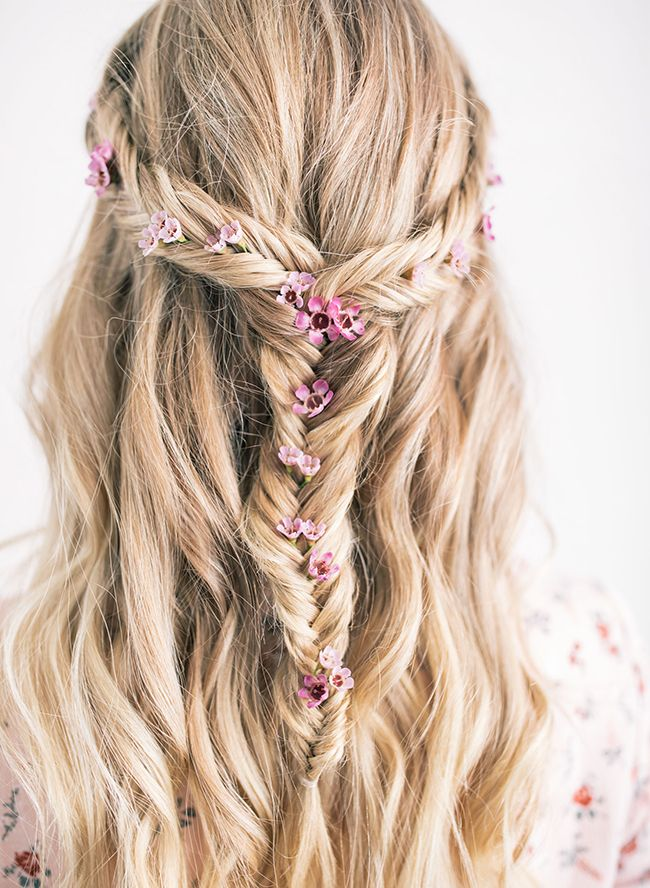 7 Bohemian Braids For Festival Season Frisuren Mit Blumen Bluten
