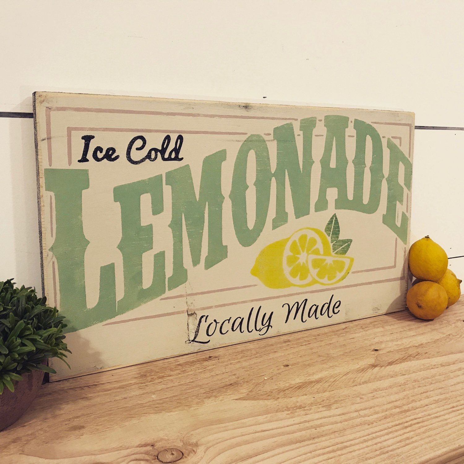 Perfect Summer Time Decor ... #lemonadestand | Summer wood ...