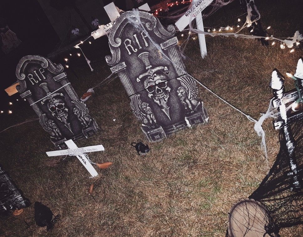 So this is my homemade Halloween cemetery 💀👻 Halloween outdoor