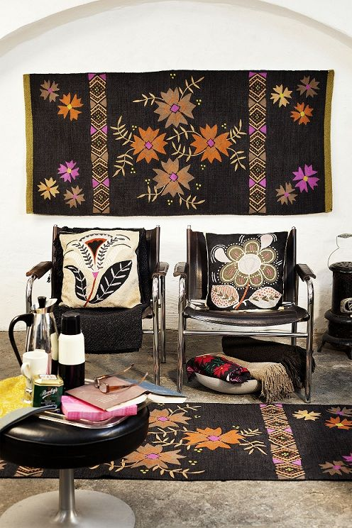 herbst winter 2012 mit blumen bestickter l ufer aus wolle ob am fu boden oder an der wand. Black Bedroom Furniture Sets. Home Design Ideas