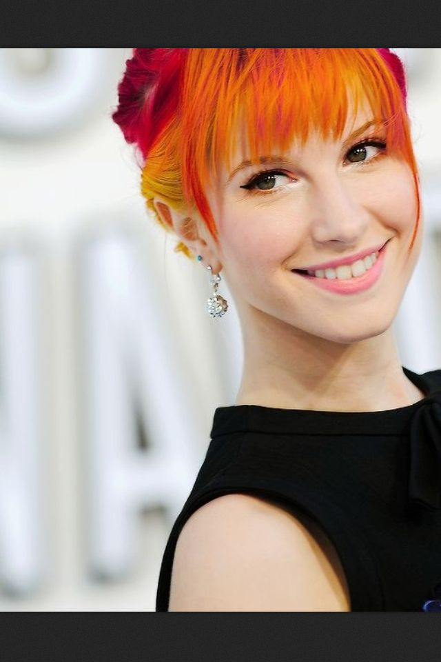 Hayley Williams Orange Yellow Red Hair Probably The Only Person Who Can Pull It Off Hayley Williams Paramore Hayley Williams Hayley Paramore