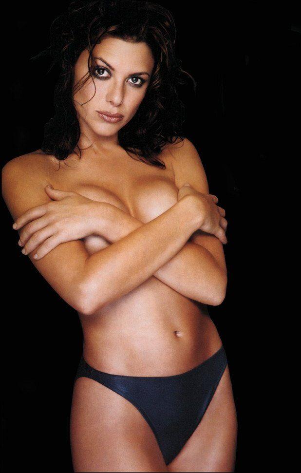 metacafe-kari-wuhrer-topless-video-nude-girl-walking