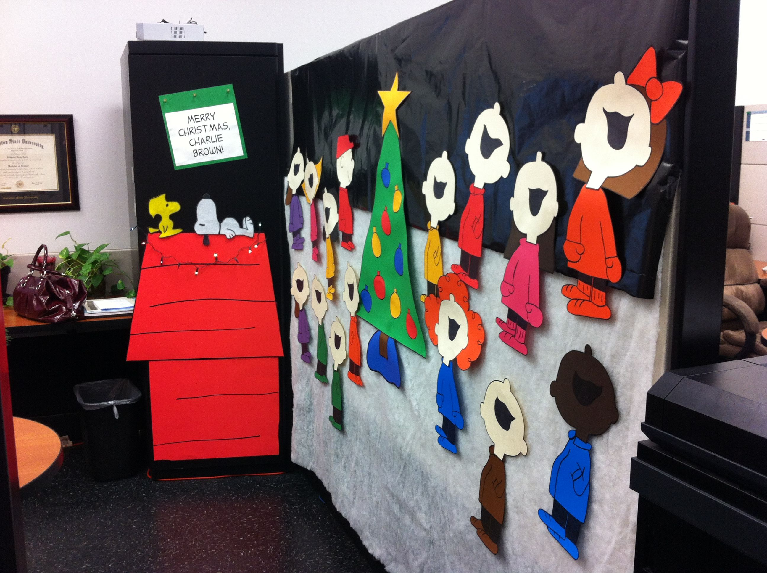 charlie brown christmas cubicle mural i made for this years decorating contest
