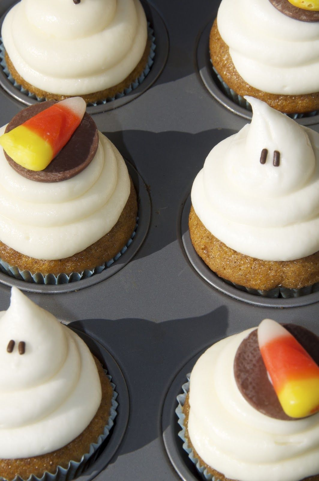 pumpkin cupcakes with cheesecake frosting Cupcakes and